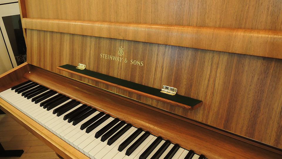 Steinway-Z-008