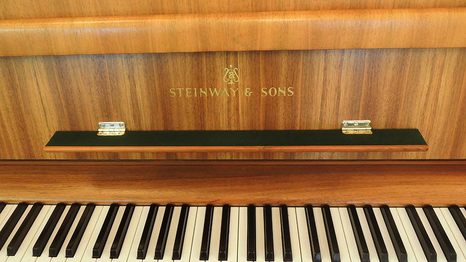 Steinway-Z-009