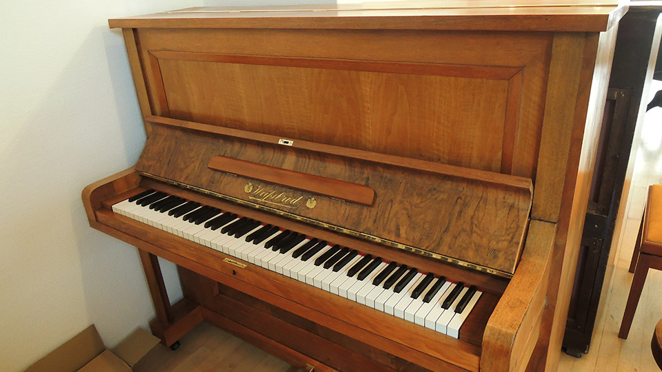 Klavier Weissbrod